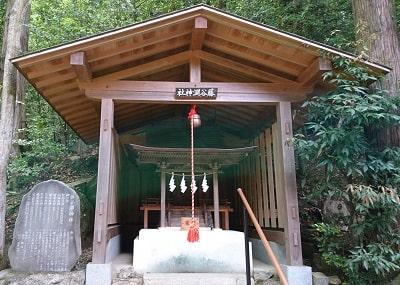 境内社「藤谷淵神社」正面風景