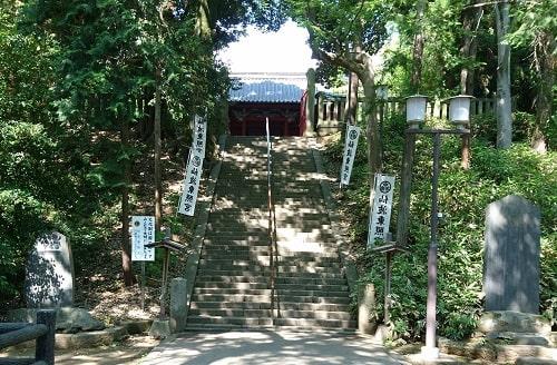 仙波東照宮の拝殿に向かう為の階段風景