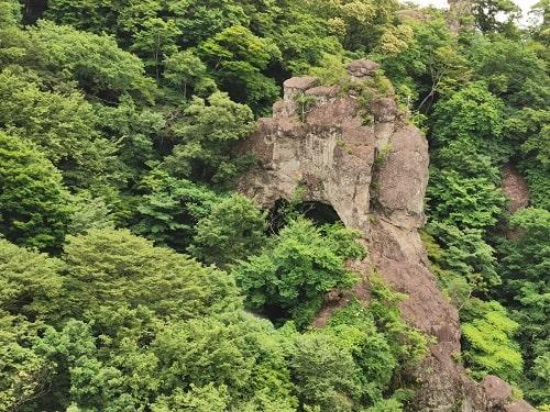 石門と思われる岩の風景