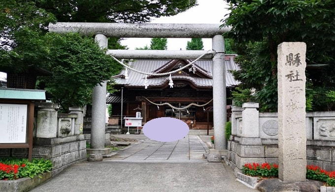 伊勢崎神社の鳥居正面の風景