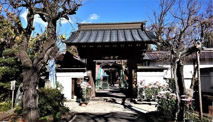 西光寺の山門正面風景