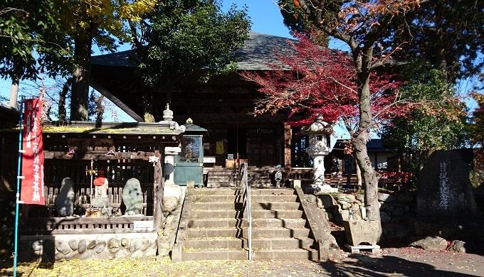 定林寺階段からの本堂の風景