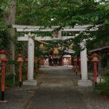 山田八幡神社の一の鳥居から本殿が見える風景