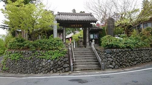 四萬部寺の入り口の風景