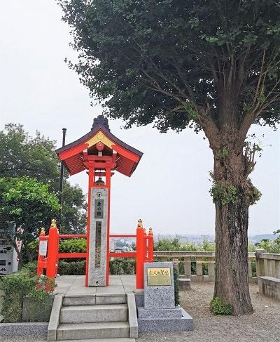 境内の恋人の聖地にある愛の鐘の画像
