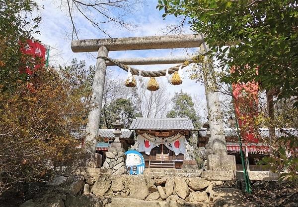 日本神社の石の鳥居風景