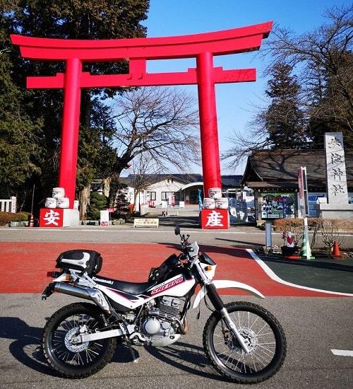 大鳥居と我が家の小型バイクの画像